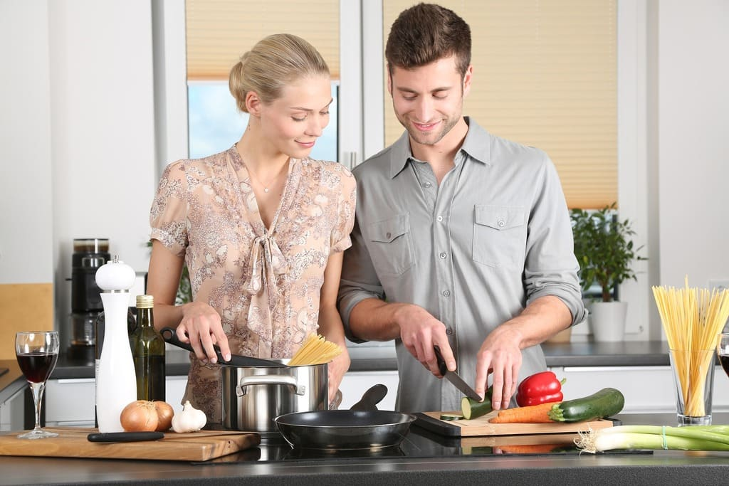 couple en train de cuisiner